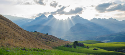 Tailor Made Safaris - Hiking in the Drakensberg